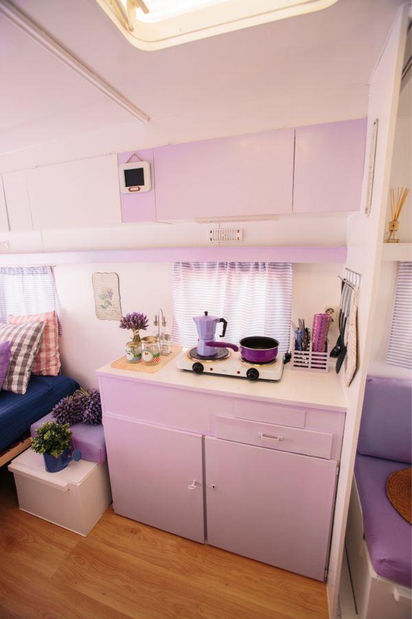 Caravana lila camping miramar - Interior caravana ...