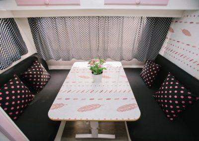 caravana-rosa-plumas-8