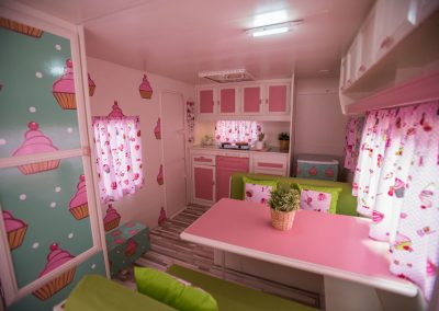 Interior Caravana Rosa Cupcake