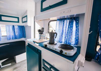 Interior Caravana Azul Ancla