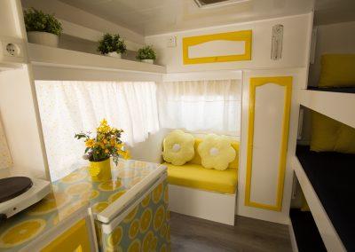 Interior Caravana Amarillo Limón