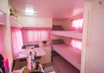 Interior Caravana Rosa Colorete