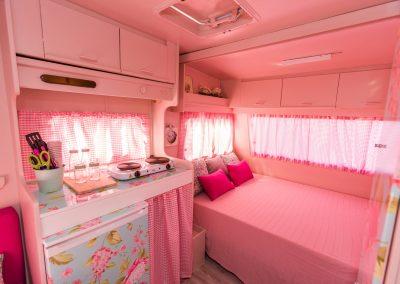 Interior Caravana Rosa Hortensia
