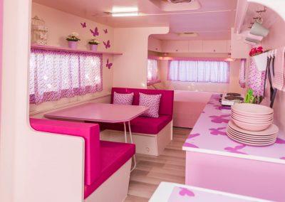 Interior Caravana Rosa Mariposa